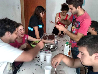 La Juventud Peronista por 4º año consecutivo festeja y reparte huevos de Pascua