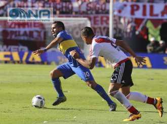 Tevez dice que a él lo critican tanto como a Messi