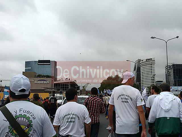 13-04-16-Chivilcoyanos-en-apoyo-a-CFK-8