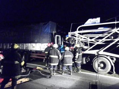 Esta madrugada: Chocaron dos camiones en la Ruta 5