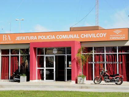 Personal policial investiga una causa por daño