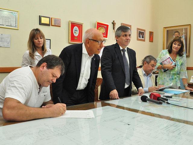 Se-firmaron-tres-escrituras-de-empresas-radicadas-en-el-Parque-Industrial-5
