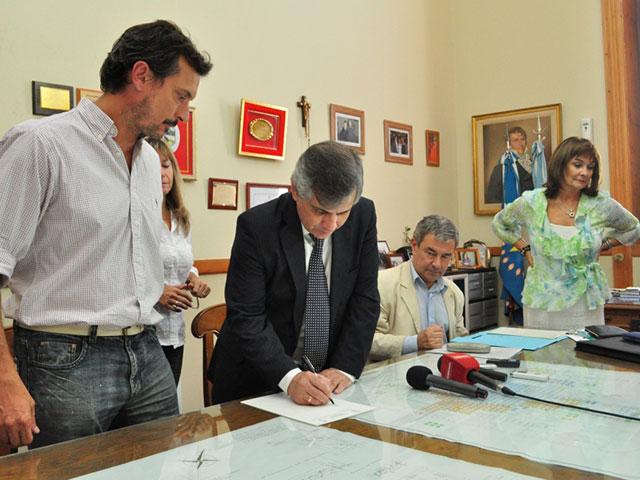 Se-firmaron-tres-escrituras-de-empresas-radicadas-en-el-Parque-Industrial-6
