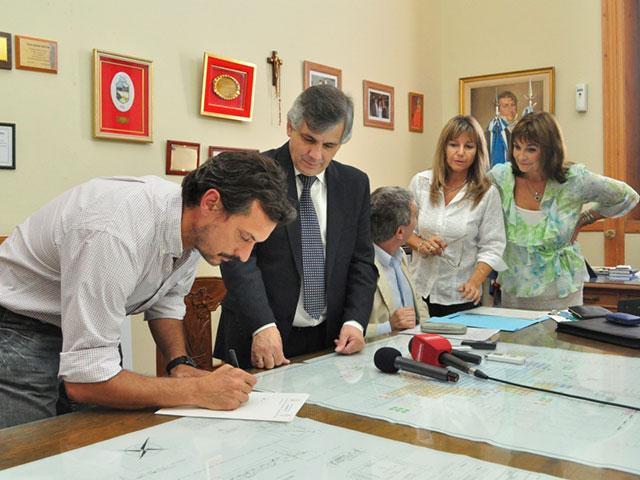 Se-firmaron-tres-escrituras-de-empresas-radicadas-en-el-Parque-Industrial-7