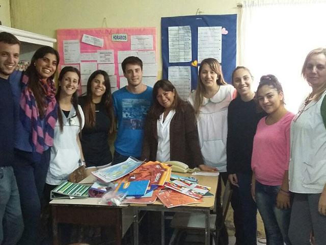 Unión-de-Jóvenes-por-Chivilcoy-entregó-útiles-a-escuelas-3