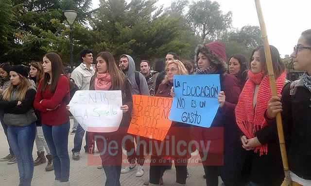 Marcha-en-Defensa-de-la-Educación-Pública-1