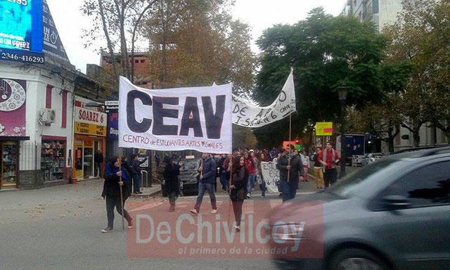 Marcha-en-Defensa-de-la-Educación-Pública-3