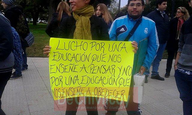 Marcha-en-Defensa-de-la-Educación-Pública-2