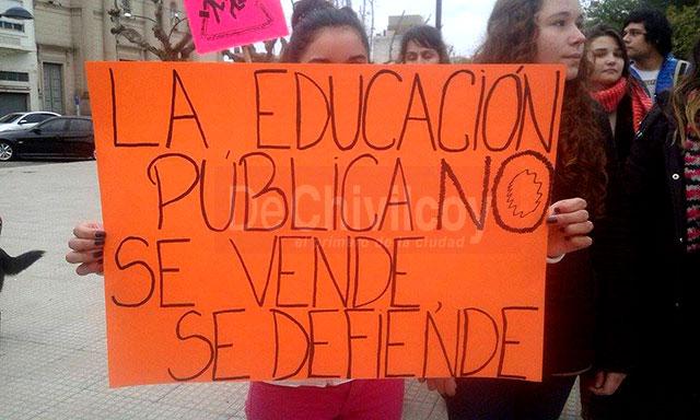 Marcha-en-Defensa-de-la-Educación-Pública-4