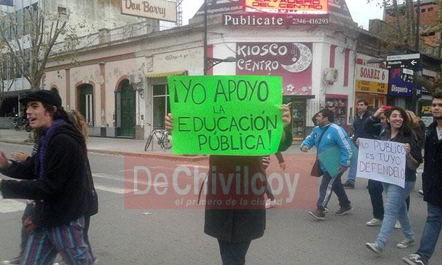 Marcha-en-Defensa-de-la-Educación-Pública-6