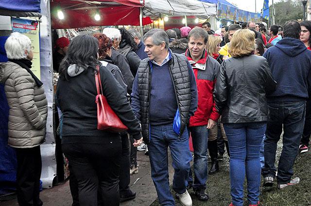 06-06-16-Cierre-de-la-Feria-de-Colectividades-en-la-Plaza-España-4
