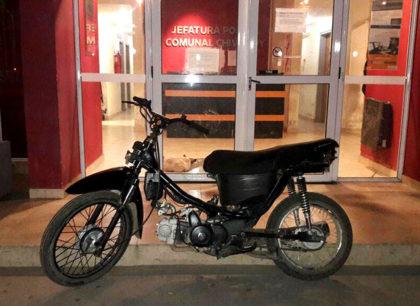 Personal policial recupera una motocicleta sustraída