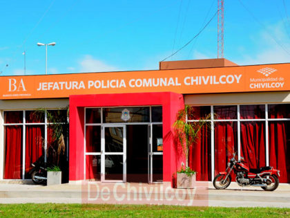 Personal Policial femenino agredido al realizar una identificación en vía pública