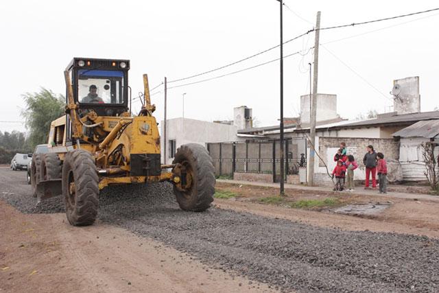 Se-realizaron-trabajos-de-mejoramiento-en-calles-y-cunetas-del-Barrio-25-de-Mayo-3