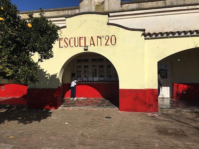 Unión-de-Jóvenes-por-Chivilcoy-pintó-la-Escuela-20-2