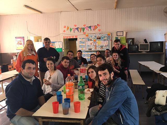 Unión-de-Jóvenes-por-Chivilcoy-pintó-la-Escuela-20-7
