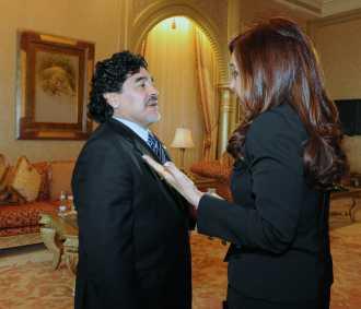 "Maradona, ""cristinista"", dice que canta: ""Vamos a volver"""