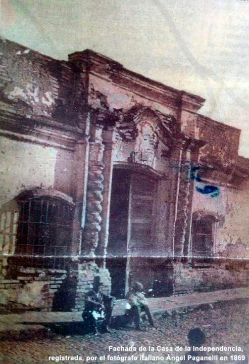Fachada-de-la-Casa-de-la-Independencia,-registrada,-por-el-fotógrafo-italiano-Ángel-Paganelli-en-1869_