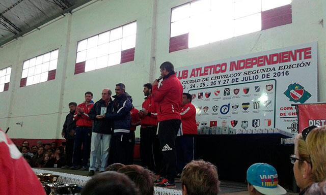 Funcionarios-fueron-distinguidos-en-el-Torneo-de-Fútbol-Infantil-del-Club-Independiente-1