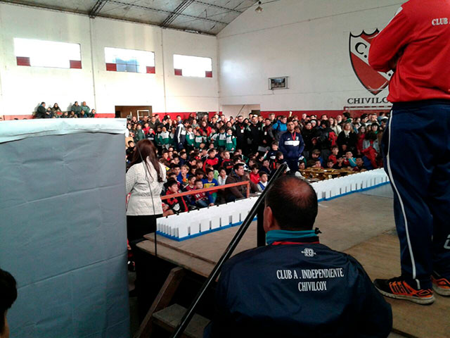 Funcionarios-fueron-distinguidos-en-el-Torneo-de-Fútbol-Infantil-del-Club-Independiente-4