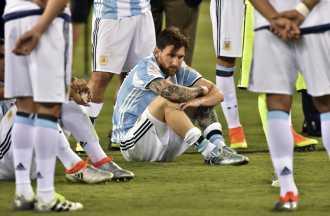 Messi y su padre, condenados, podrán eludir la prisión