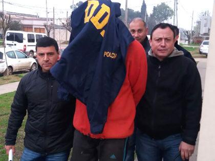 Personal policial detiene una persona imputada de homicidio en Moreno