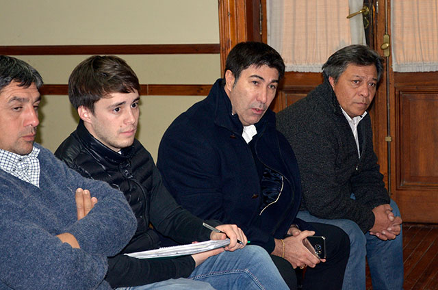 Reunión-de-funcionarios-con-vecinos-del-Barrio-Procrear-II-2