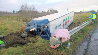 Violento despiste sufrió un camión de la empresa chivilcoyana CDC: El chofer y su hijo sufrieron lesiones