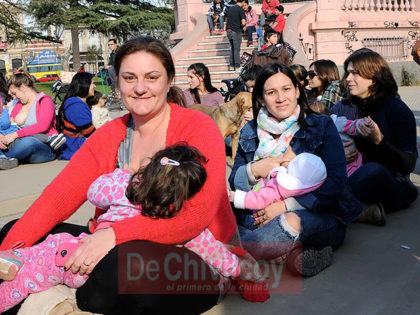 """Chivilcoy participó de la """"teteada"""" solidaria"""