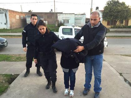 Fue detenida una mujer por comercializar dólares falsos