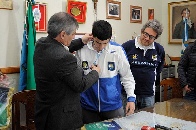 29-08-16-El-intendente-distinguió-a-deportistas-chivilcoyanos-3