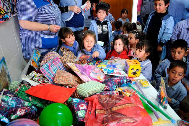 Entregan-juguetes-al-Jardín-Nº-917-2
