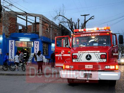 Principio de incendio en una parrilla en Almafuerte y Miguel Calderón