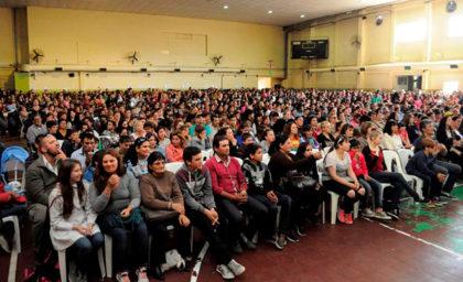 1500-estudiantes-recibieron-su-beca-2