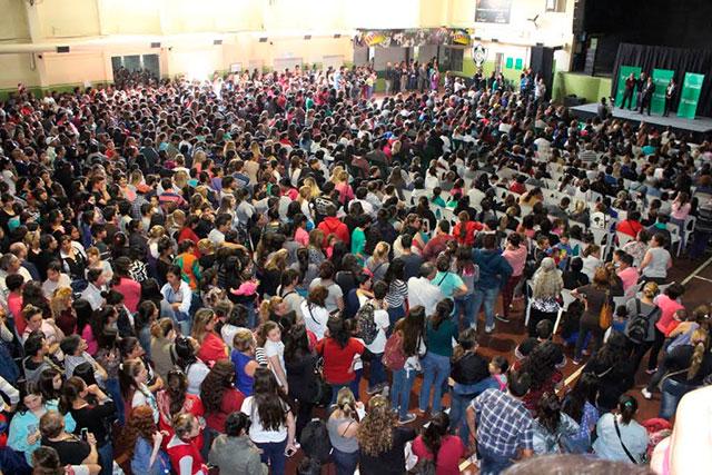 1500-estudiantes-recibieron-su-beca-5