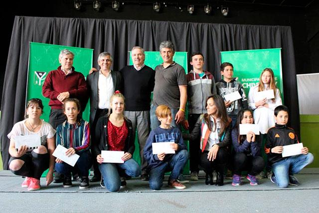 1500-estudiantes-recibieron-su-beca-6