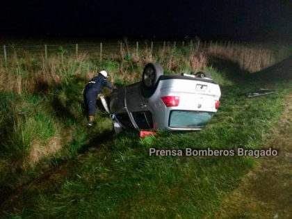 Choque frontal entre dos autos en plena Ruta 5 con heridos de consideración