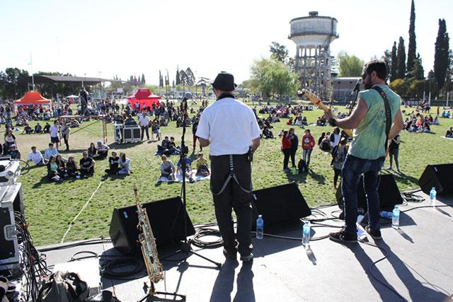 festival-primavera-2016-en-el-polideportivo-municipal-1