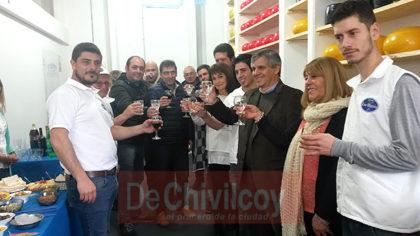 El intendente Guillermo Britos visitó las instalaciones de Lácteos Los Oliverio