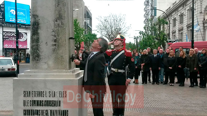 el-intendente-izo-la-bandera-nacional-junto-a-los-granaderos-5