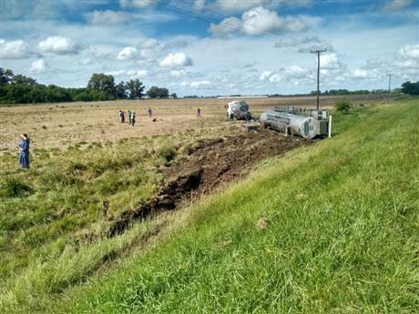 chocan-camion-y-camioneta-en-la-ruta-7