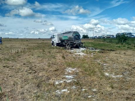 chocan-camion-y-camioneta-en-la-ruta-2