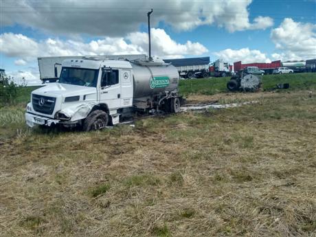 chocan-camion-y-camioneta-en-la-ruta-5