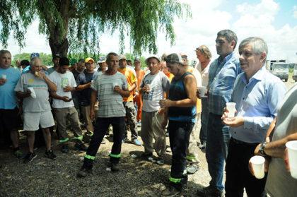 El intendente Guillermo Britos brindó con empleados en el corralón municipal