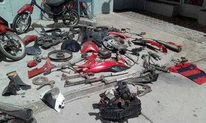 Detienen a un joven y secuestran dos motocicletas robadas y diversas partes de motovehículos