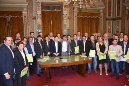 El Intendente Britos firmó un convenio para la construcción de viviendas sociales en lotes municipales