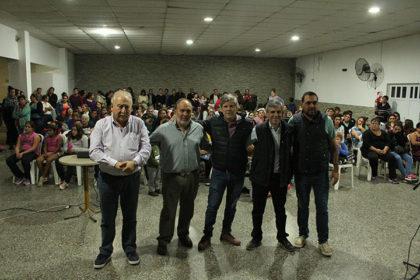 El intendente entregó becas en Moquehuá