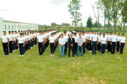 El intendente le dio la bienvenida a los cadetes de la Policía