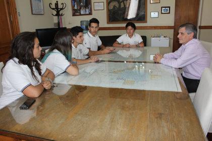 El intendente Guillermo Britos, fue entrevistado por los alumnos de 5º año de la Escuela Normal