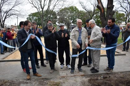 Se inauguraron canchas de tejo en la Plaza Moreno